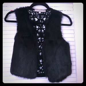 What Goes Around Fur Crop Vest size small